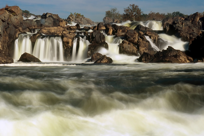 WATER FALLS AT GREAT FALLS PARK IN GREAT FALLS VA
