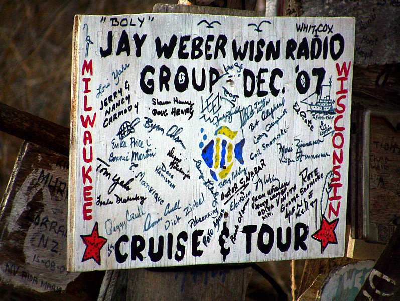 P O  Bay-Milwaukee group sign-Galapagos 12-17-2007
