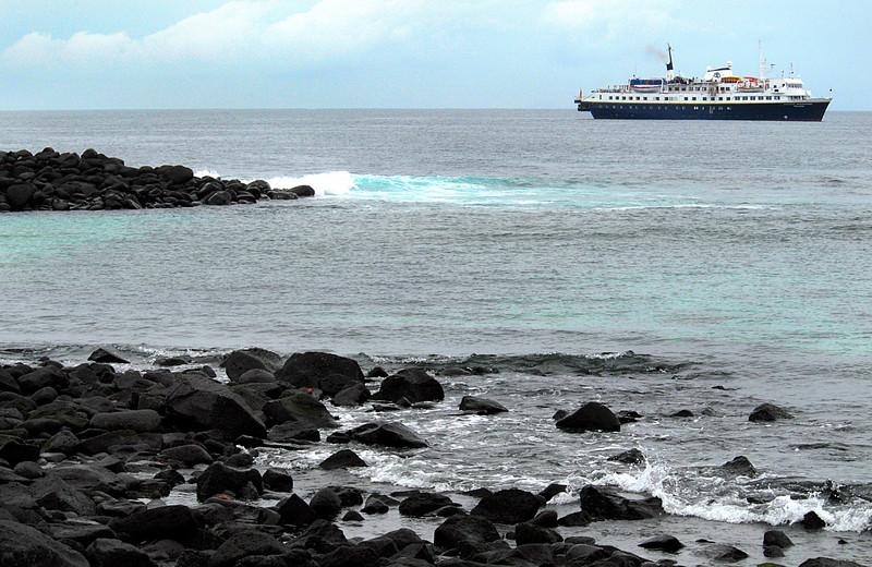 National Geographic Polaris off Punta Suarez-Espanola Island-Galapagos 12-16-2007