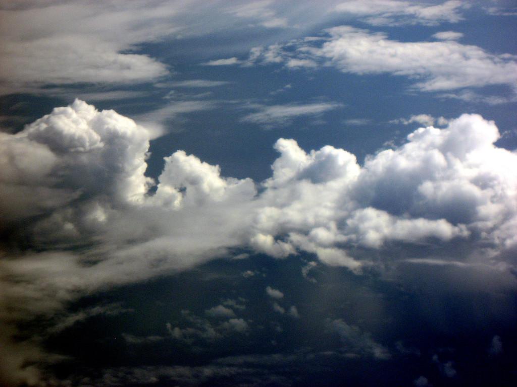 highrise cloudscape, leaving Alaska 9-2-2007