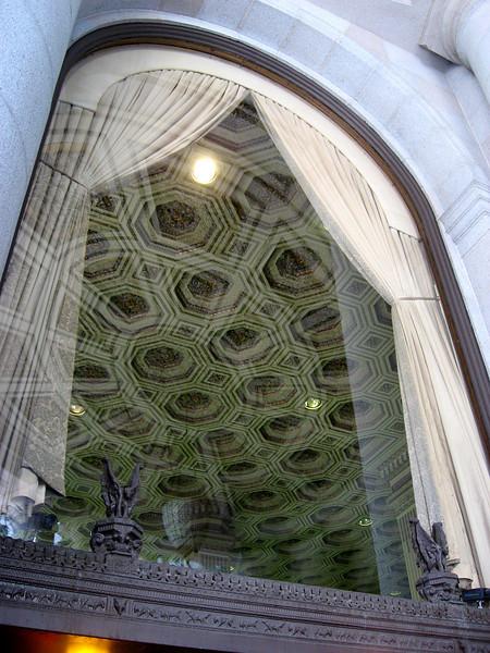 vampires guarding Wells Fargo Banking Hall-Montgomery St-San Francisco, CA 8-2006