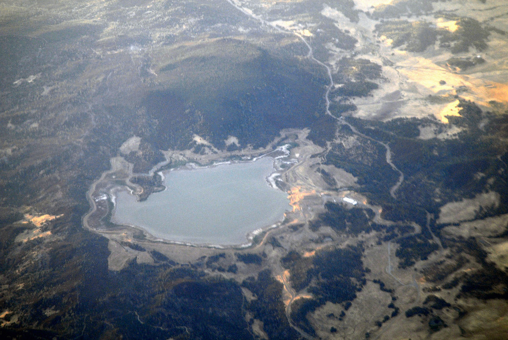 lake view from plane - CA to WA 10-14-2006