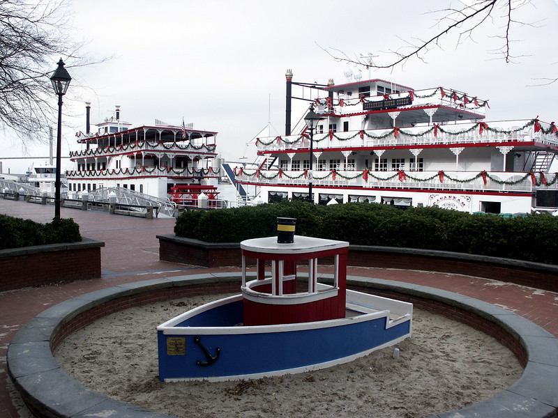 riverboats, large & small - Savannah, GA 2002