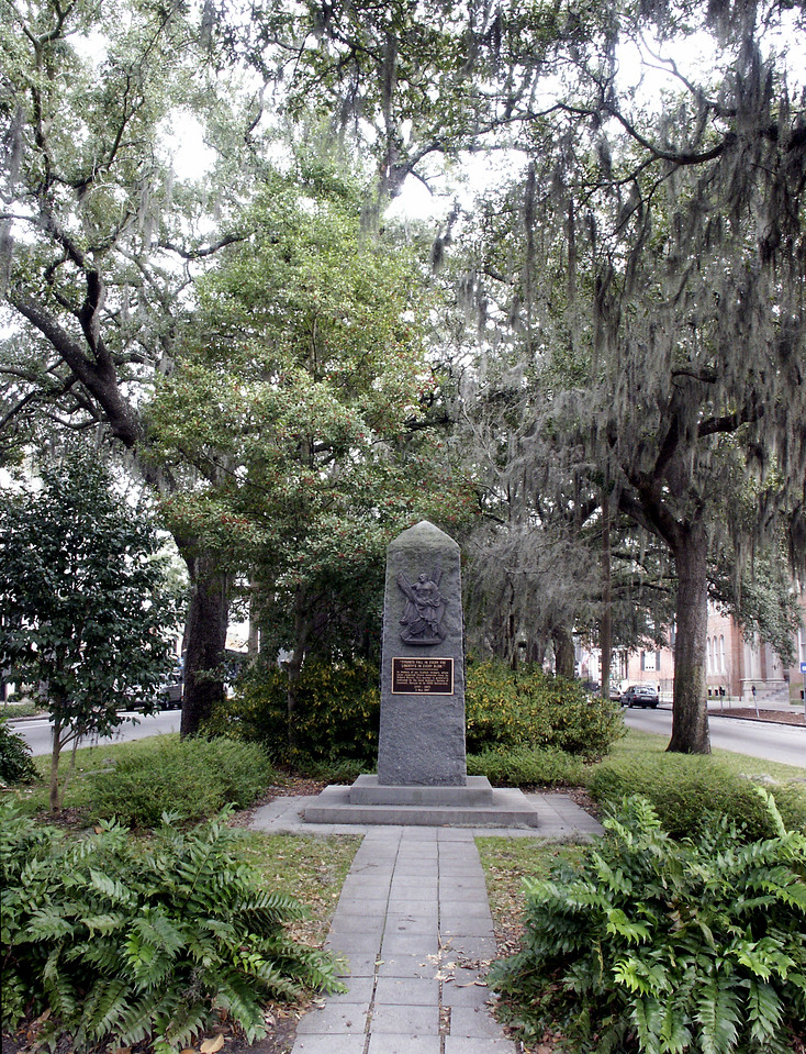 Scottish memorial in Savannah square 2002
