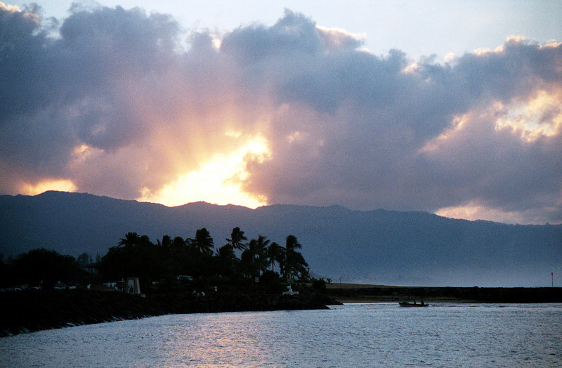 more god-rays over the Waianae Mountains - Christmas Eve 1999