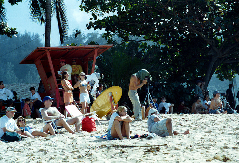Triple Crown of Surfing onlookers - Banzai Pipeline 1999 Dec