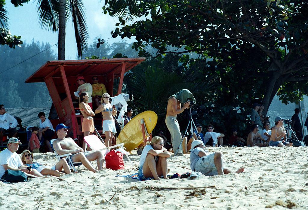 Triple Crown of Surfing onlookers - Banzai Pipeline 1999 Dec