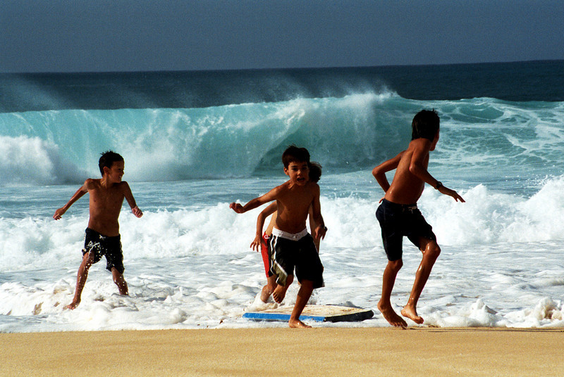 Ehukai Beach Park - kids fleeing surf 1999 Dec