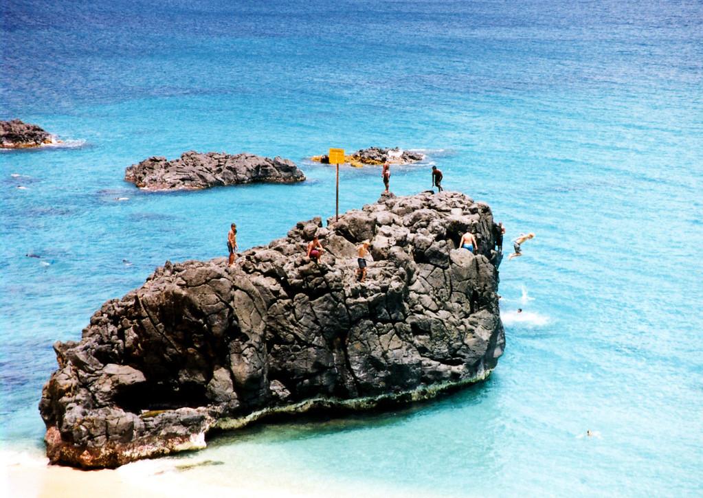 Waimea Bay jumpin' rock 1999 June