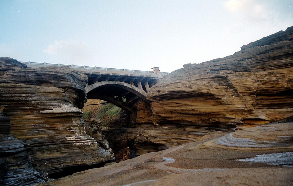 Kalanianaole' Bridge by lanai lookout - eastern O'ahu 2000 Jan