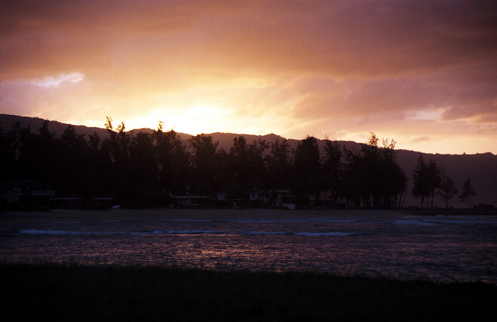 Hale'iwa - sunset over Waianae Mtns  2000 Jan