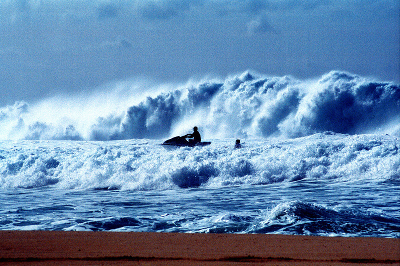 jet ski in winter surf @ Banzai Pipeline 1999 Dec
