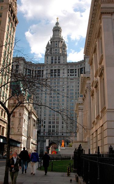 Bruce moonwalking @ Tweed Courthouse, Municipal Building & arch-Lower Manhattan, NYC 11-2004