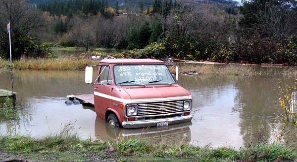 waterlogged truck for sale-Snoqualmie, WA 11-7-2006