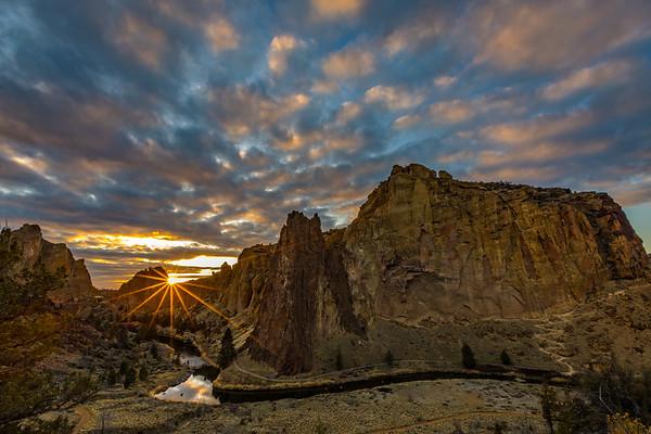 SUNSET SUNBURST: SMITH ROCK STATE PARK, OREGON