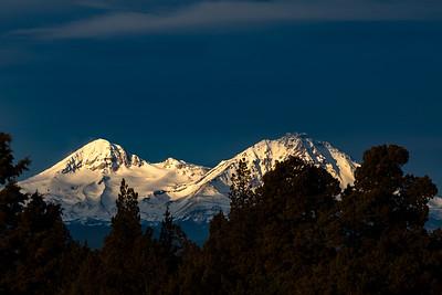 SISTERS SUNRISE: CASCADE MOUNTAINS, CENTRAL OREGON