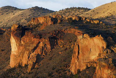 West side crags and the Monkey face in Smith Rock State Park, Oregon, USA