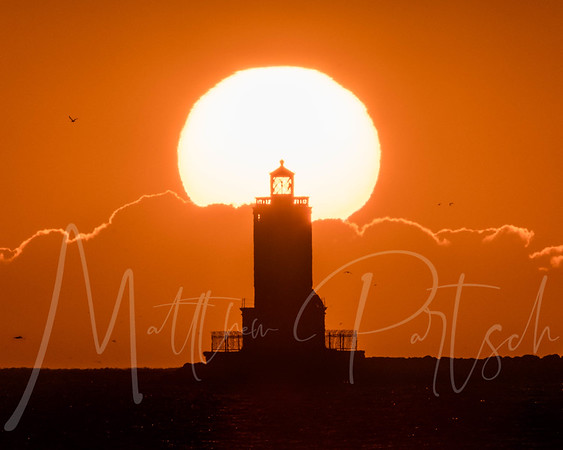 Amazing clouds held the sun today.   Met up with @creative_spur to capture this one.    This my 5th day in a row to capture the sun behind the lighthouse.  Day 1 - PERFECT Day 2, 3, 4 Foggy.  Day 5- Super Bright sun.  15 more days to go!