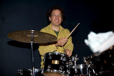 Scott Amendola  www.scottamendola.com www.myspace.com/scottamendola www.drummerworld.com/drummers/Scott_Amendola.html
