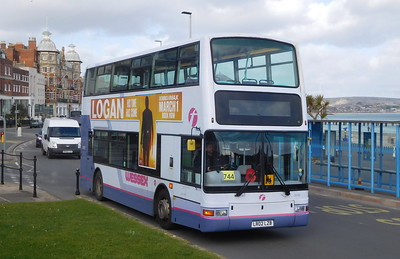 First Wessex 33182 - LR02LZB - Weymouth (King's Statue)
