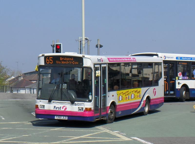 First Cymru 41265 - T265JLD - Bridgend (bus station)