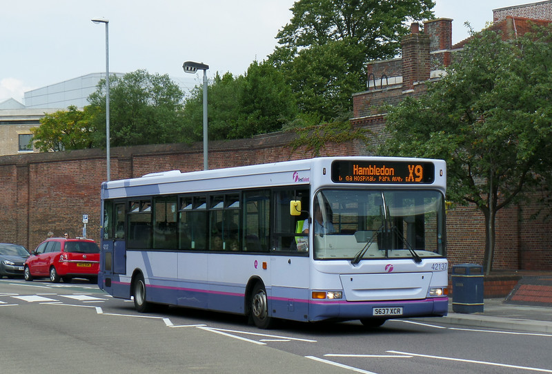 First Solent 42137 - S637XCR - Portsmouth (Queen St) - 12.7.14
