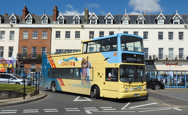 First Wessex 32031 - OIG6947 - Weymouth (King's Statue)