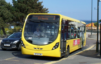 RATP Yellow Buses 852 - HF13FZM - Bournemouth (seafront)
