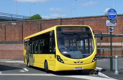 RATP Yellow Buses 852 - HF13FZM - Bournemouth (railway station)