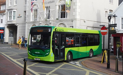 Southern Vectis 2711 - HW64AXB - Cowes (Town Quay)