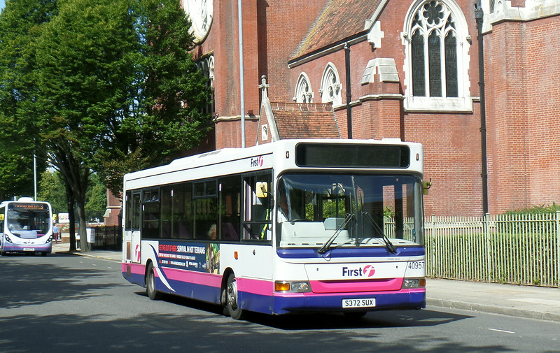 First Solent 40957 - S372SUX - Portsmouth (Bishop Crispian Way) - 12.8.14