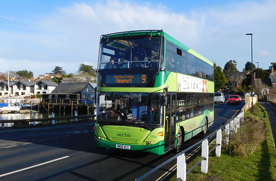 Southern Vectis 1146 - HW09BCE - Wootton (bridge)