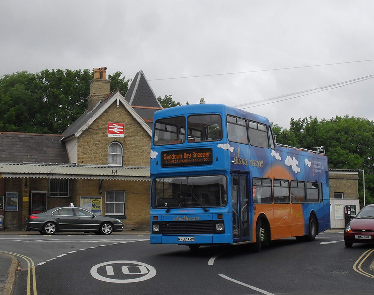 Southern Vectis 637 - R737XRV - Shanklin (rail station)