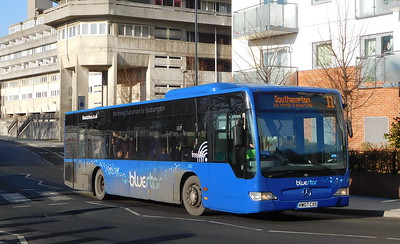 BlueStar 2452 - HW07CXS - Southampton (Central railway station)