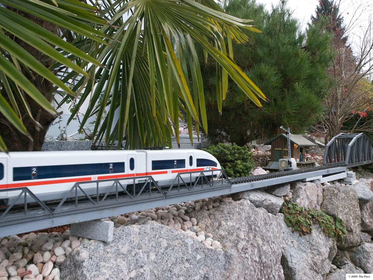 Sunday 8th Nov 2009 - Even the model trains in switzerland run on time.