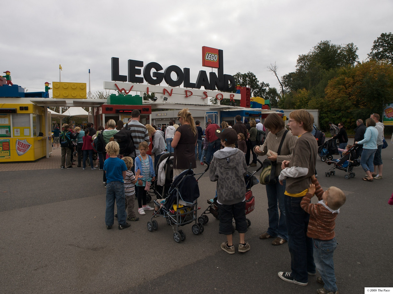 Monday 11th Oct 2009 - Cai loved legoland but it was a bit boring for the bigger boys