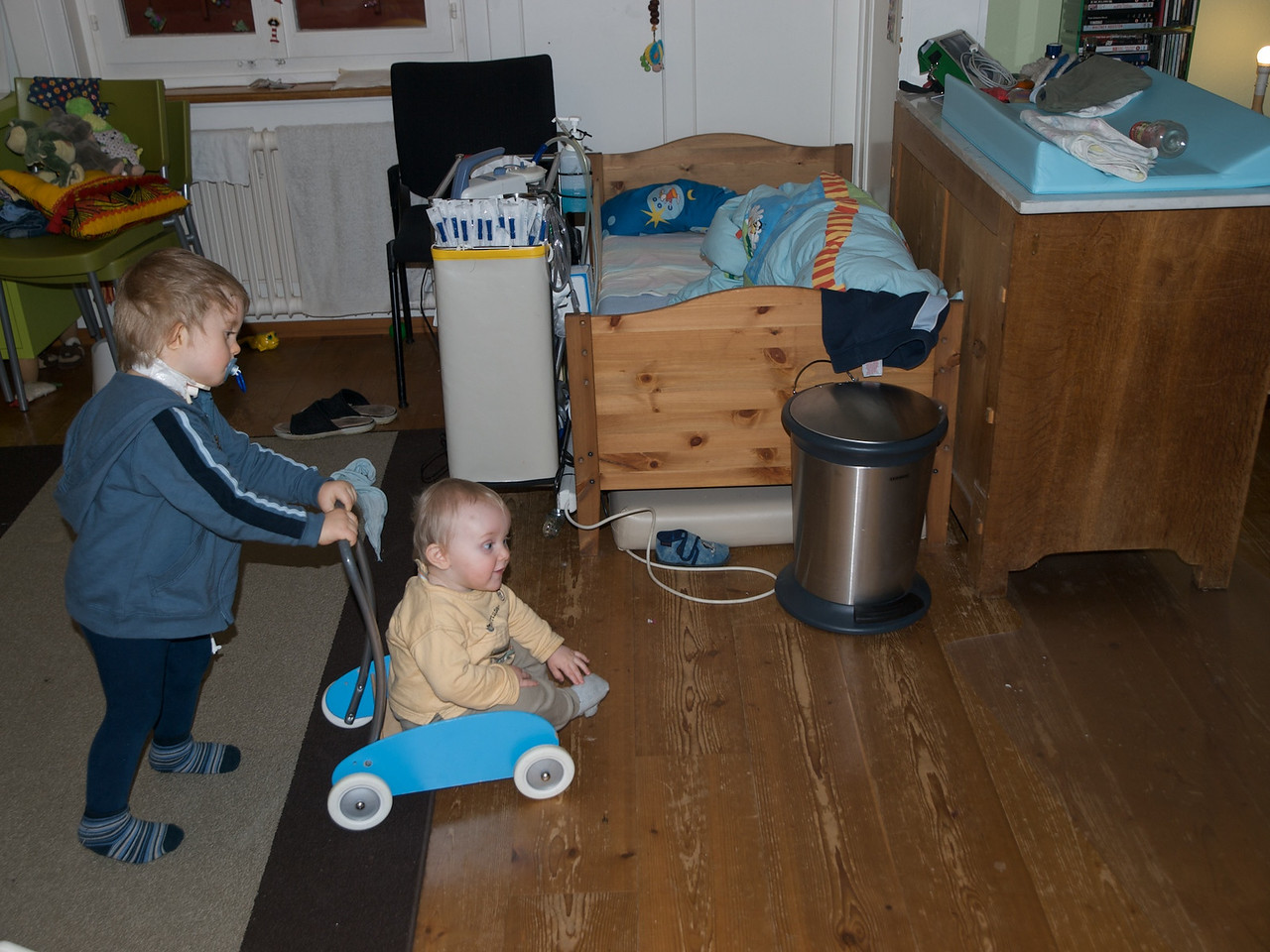 Sunday 8th Jan 2009 - Luc has to rely on Cai to push him around while the bigger boys are in Australia