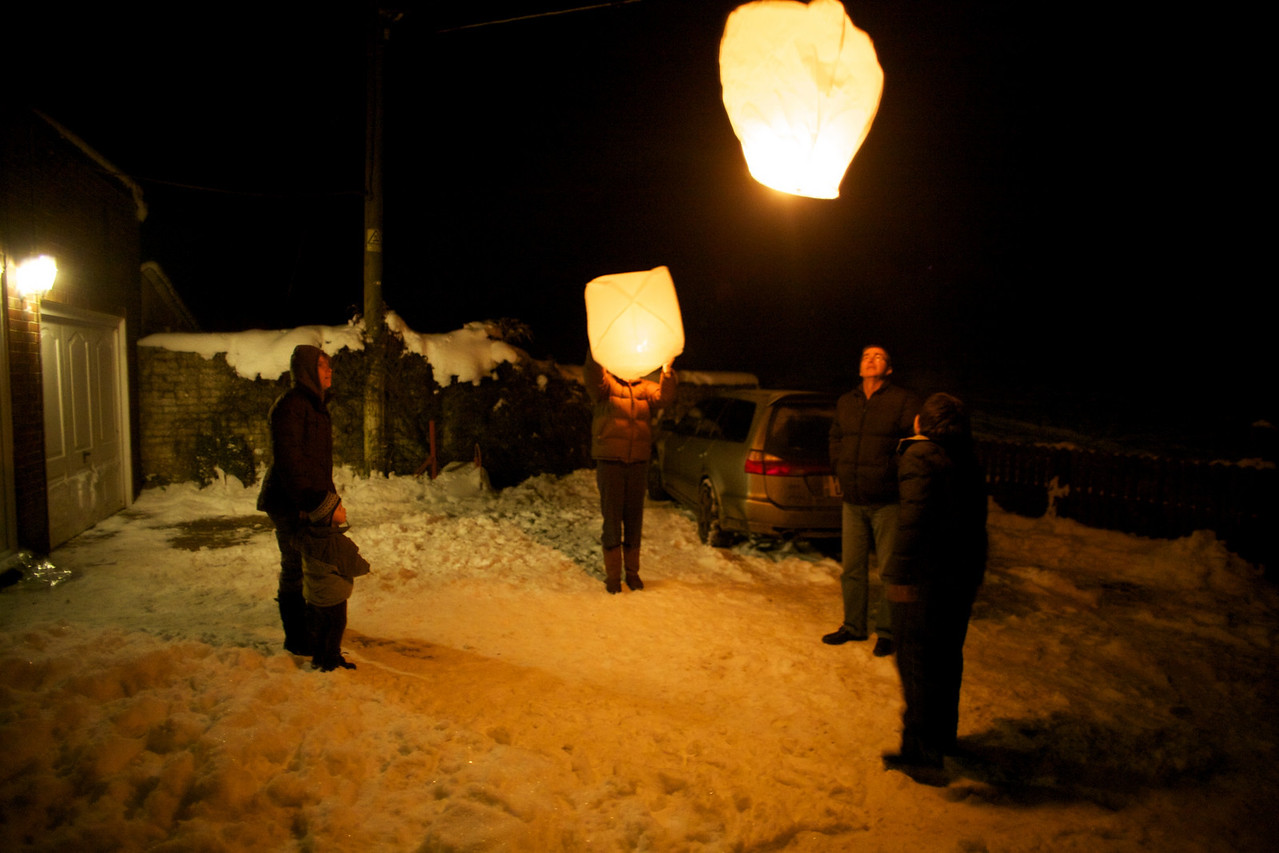 Thursday 30th December 2010 - letting off lanterns