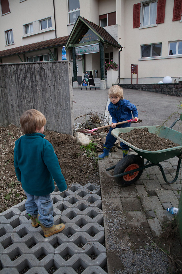 Sunday 14th October 2012 - Time to do some ladscaping and the little uns come to help