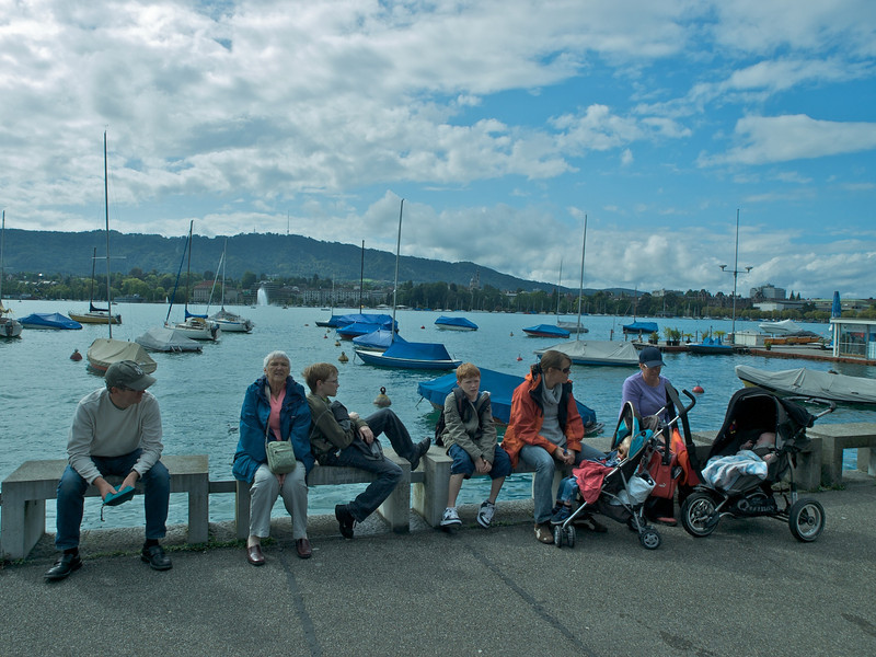 Caption added 14th Sept 2008 - we all line up for a quick photo on the lake of zurich shore
