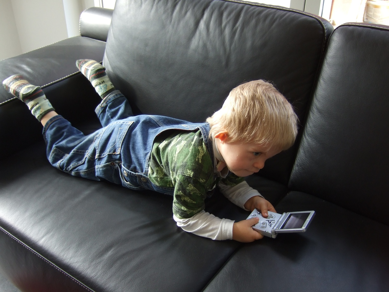 Sunday 9th Nov 2008 - Cai gets some peace and quiet to play gameboy on his own