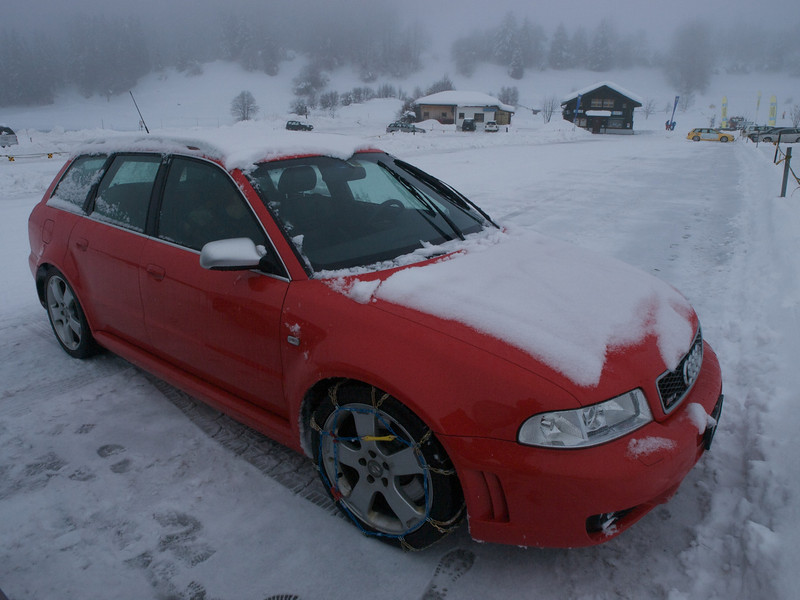 Sunday 21st Dec 2008 - This is the first time I have fitted and driven with snow chains, what a difference they make, mind you we had to take the wheel off to remove one of the chains on the way down.
