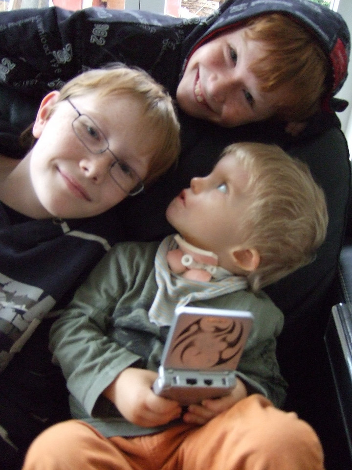Sunday 9th Nov 2008 - The boys help Cai out with his gameboy