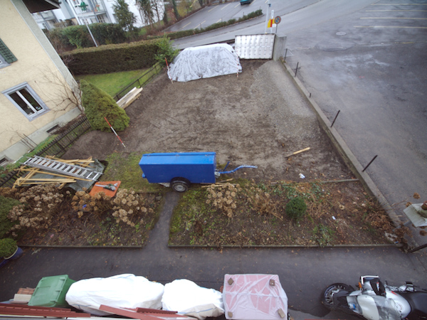 Monday 28th Jan 2008 - the front garden, not mich has changed for a couple of weeks, hopefully we get the concrete down soon.