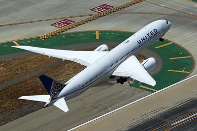 United Airlines Boeing 787-9 N13954 5-17-16 2