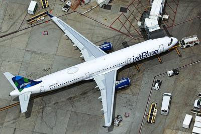 jetBlue Airways Airbus A321-231 N962JT 4-25-17