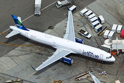 jetBlue Airways Airbus A321-231 N976JT 4-25-17