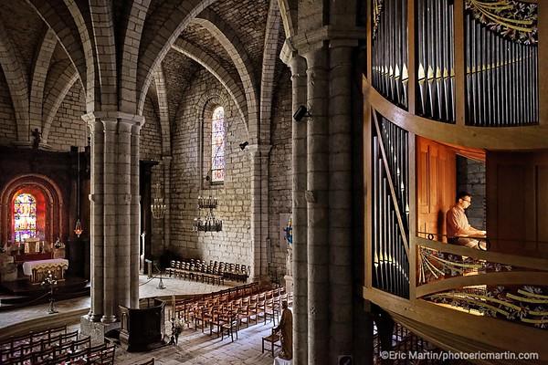 FRANCE. LE LOT. ROCAMADOUR. Emeran Rolin, l'organiste de la Basilique, et le directeur du festival de Rocamadour.