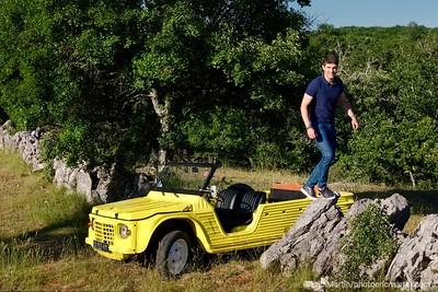 FRANCE. LE LOT. Aurélien Pradié, 34 ans, député et maire de Labastide-Murat-Cœur de Causse, explore les moindres routes du causse au volant de sa Méhari jaune.