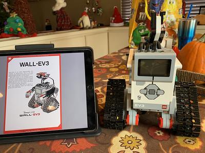 2019-12-25 Xmas LEGO Wall-EV3 build - 5_heic